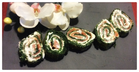 Rollo de espinacas relleno de salmón ahumado y queso cremoso